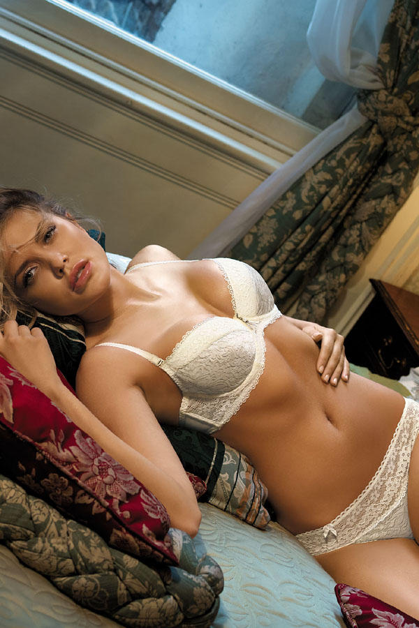 kinga-lingerie-push-up-bra-thongs-2496